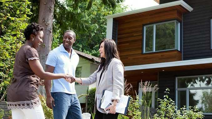 Life_Insurance_Couple_Buying_House