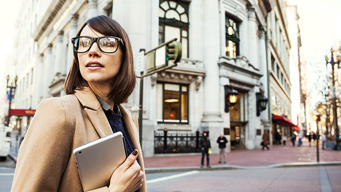 Financial_Representative_Woman_Wearing_Glasses